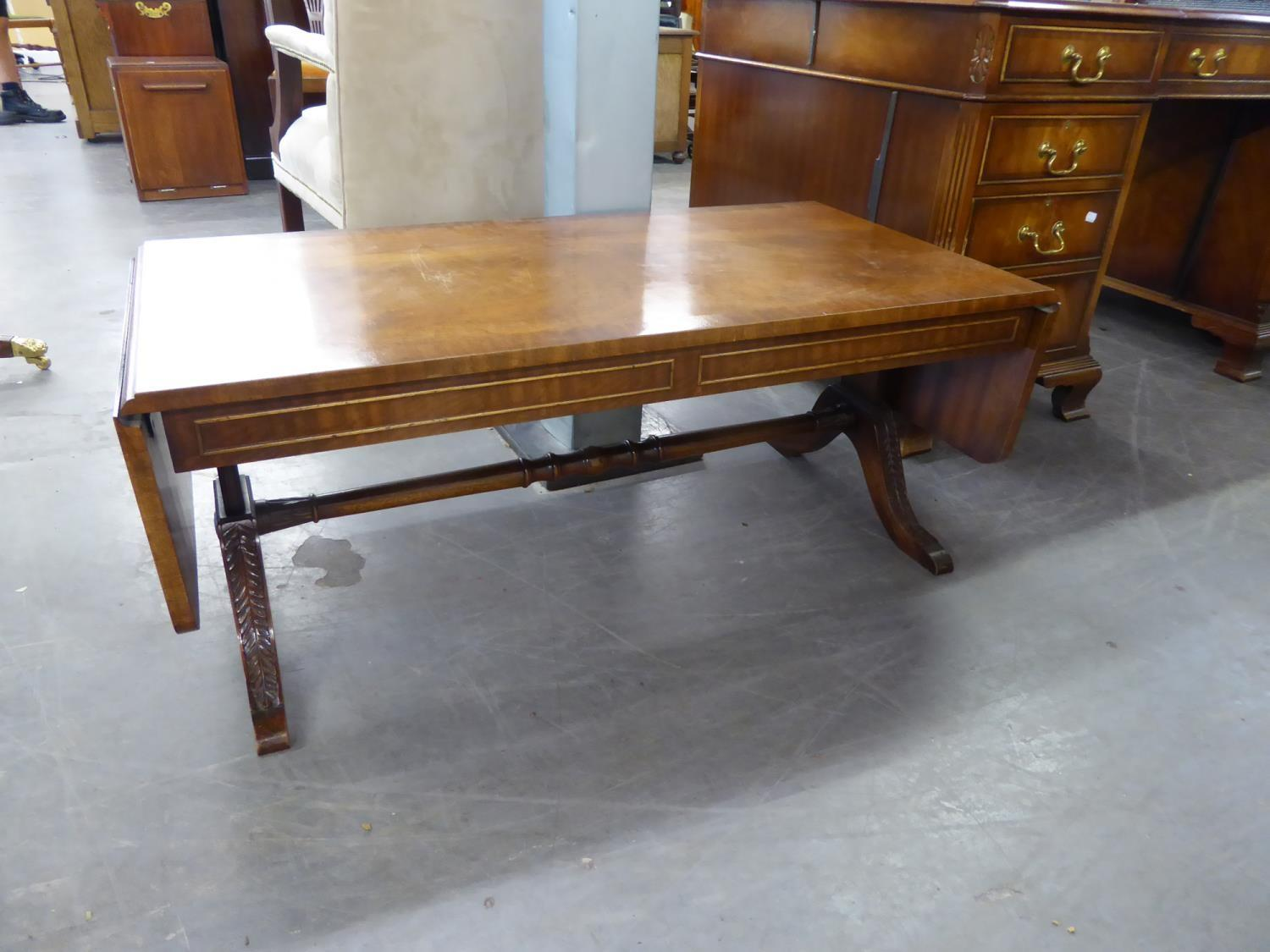 *BEVAN FUNNELL REGENCY STYLE MAHOGANY LOW SOFA TABLE TYPE OBLONG COFFEE TABLE WITH FALL ENDS, ON