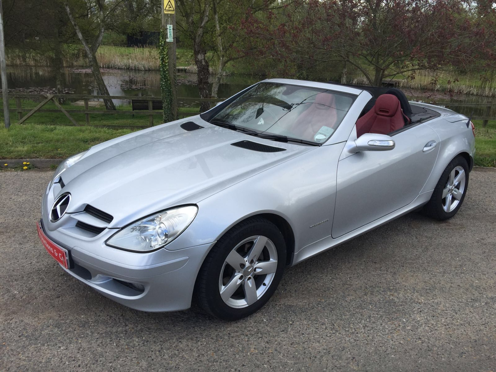 reg 2005 55 mileage 84 199 mercedes benz slk 200 compressor red leather full service history. Black Bedroom Furniture Sets. Home Design Ideas