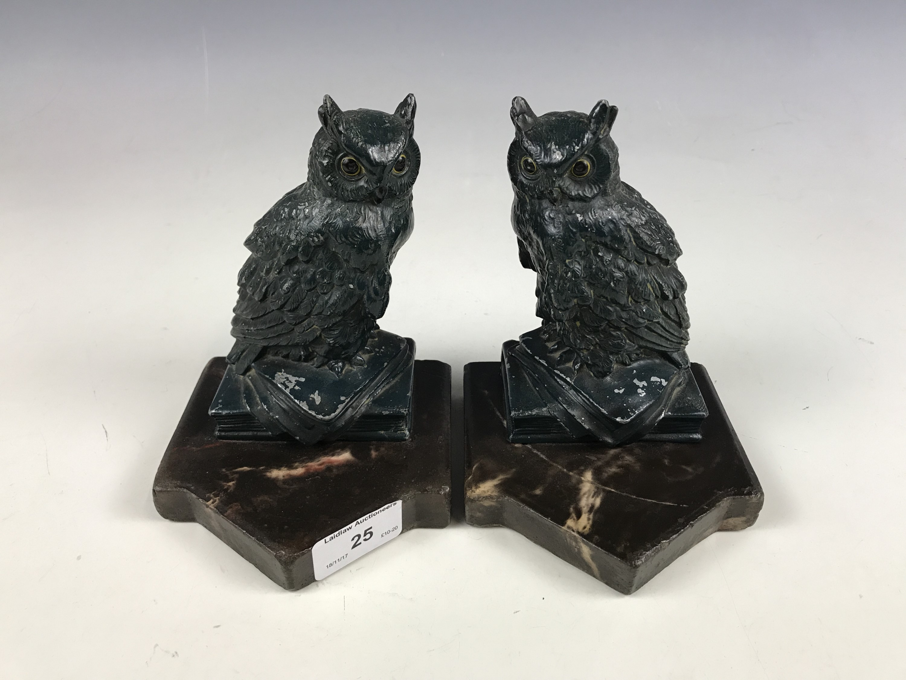 Lot 25 - A pair of cast owl bookends