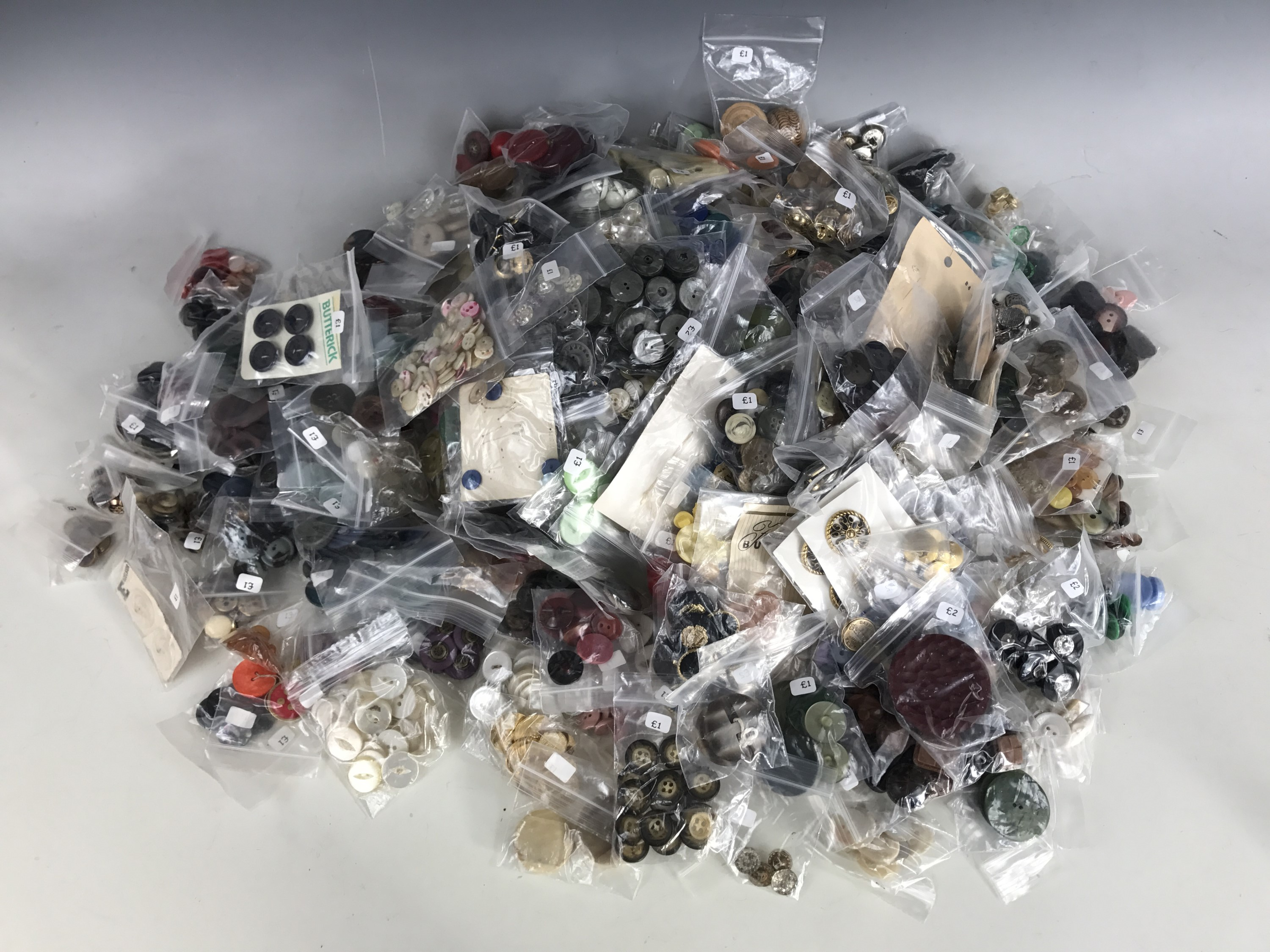 Lot 9 - A large quantity of vintage buttons, mid 20th Century through to contemporary