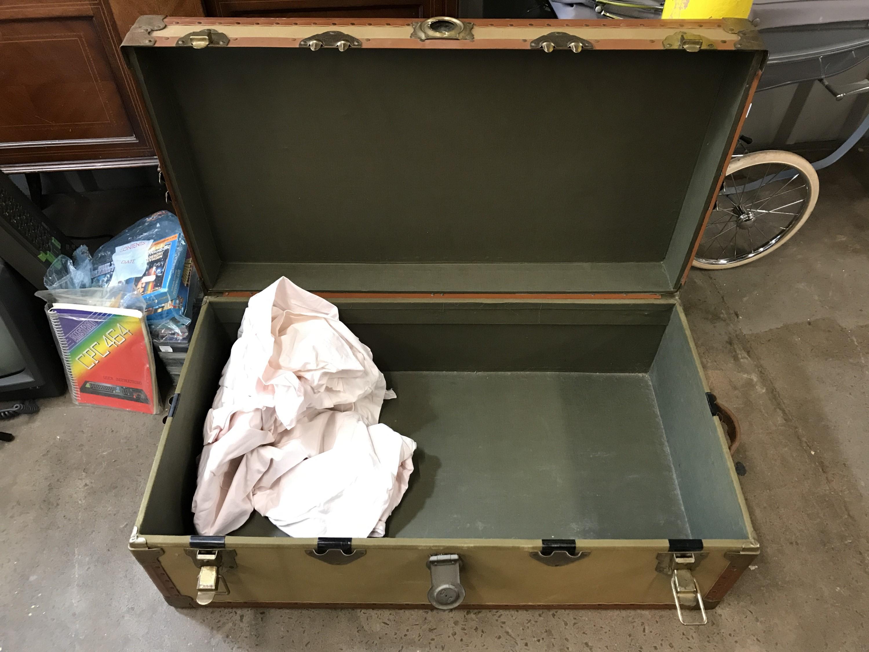 Lot 46 - A vintage travel chest