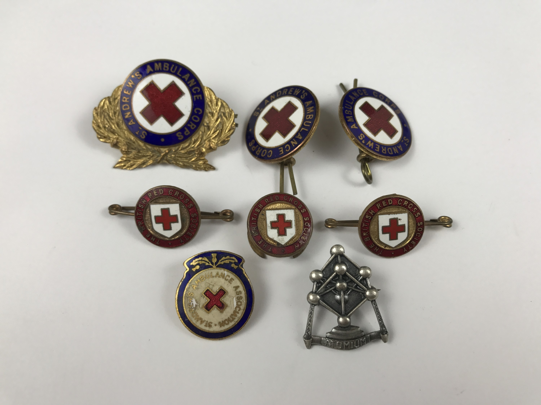 Lot 37 - A quantity of Red Cross badges