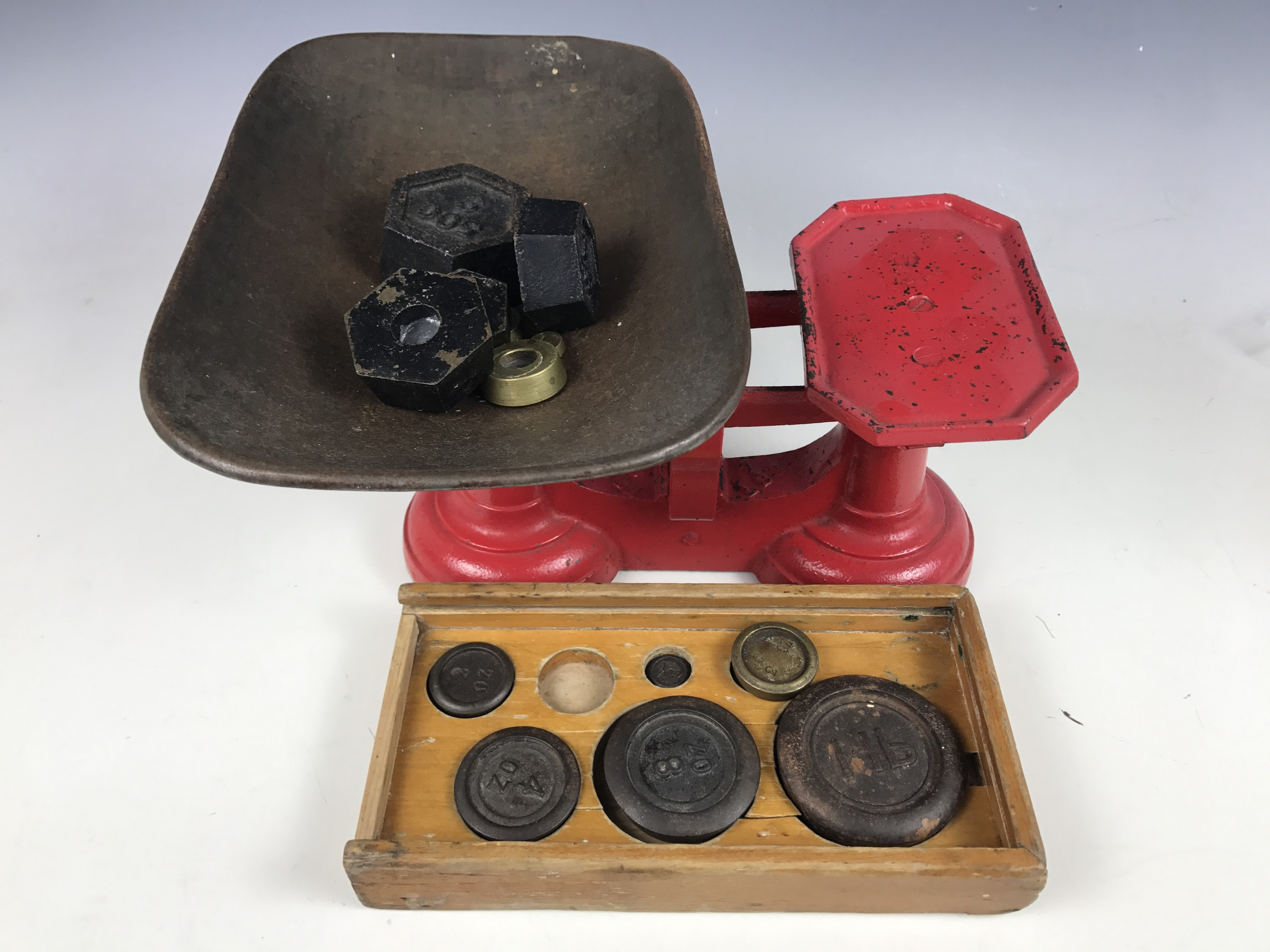 Lot 60 - A set of kitchen scales with weights