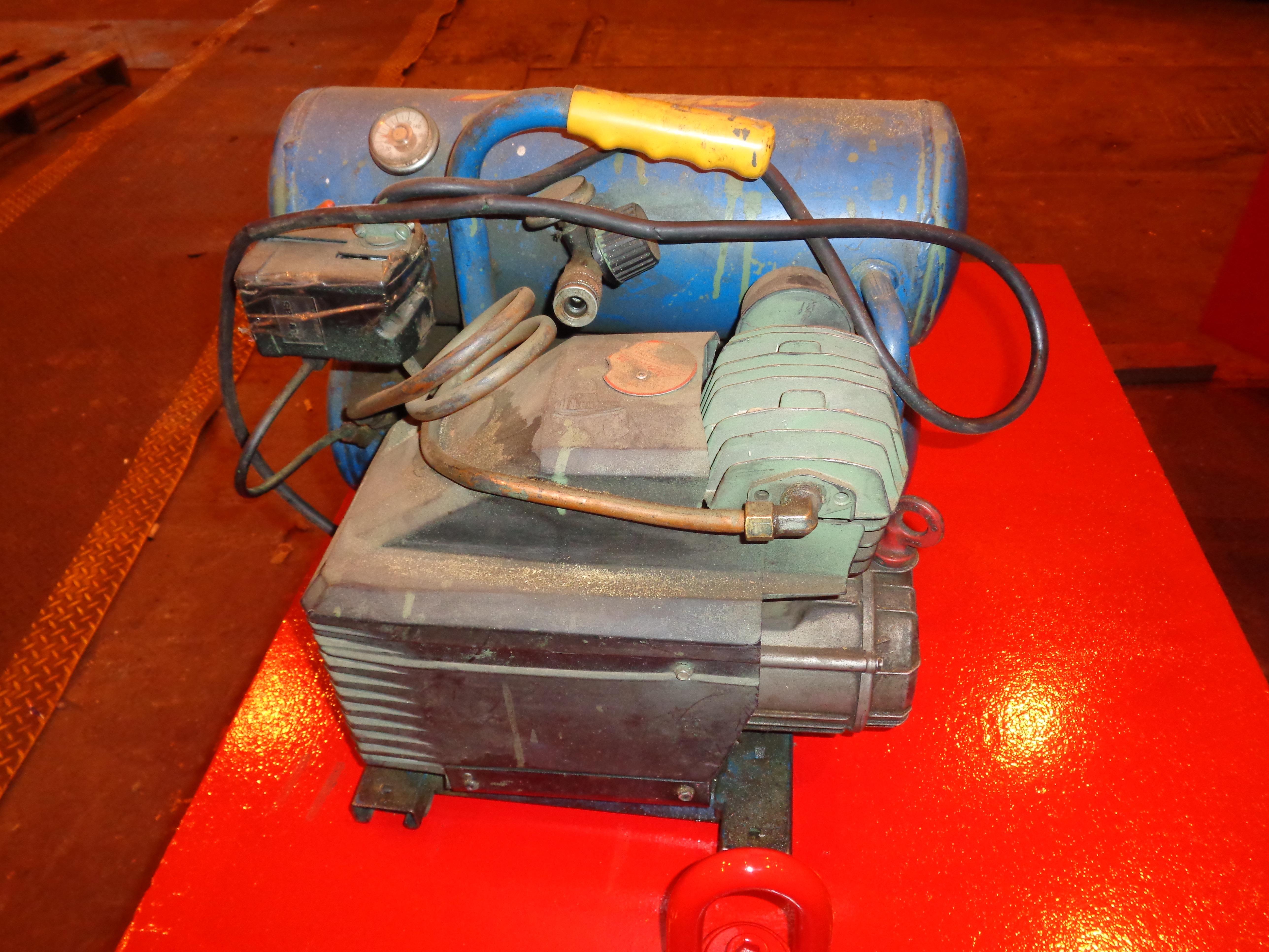 Lot 20 - 110 Volt Air Compressor