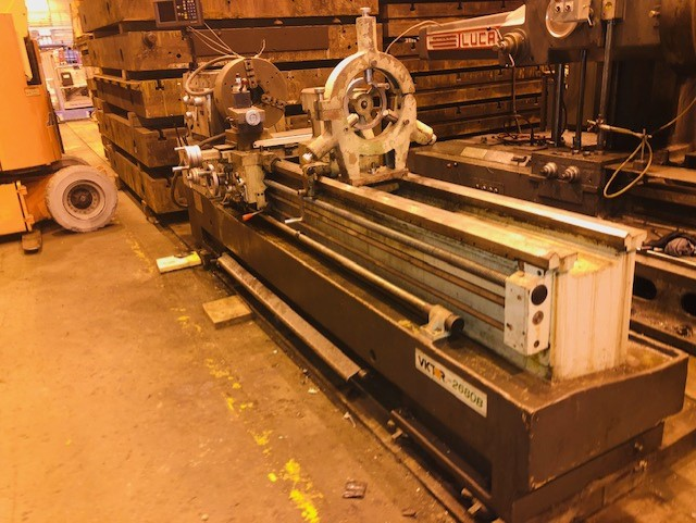 Lot 34 - Victor 26in x 80in Engine Lathe