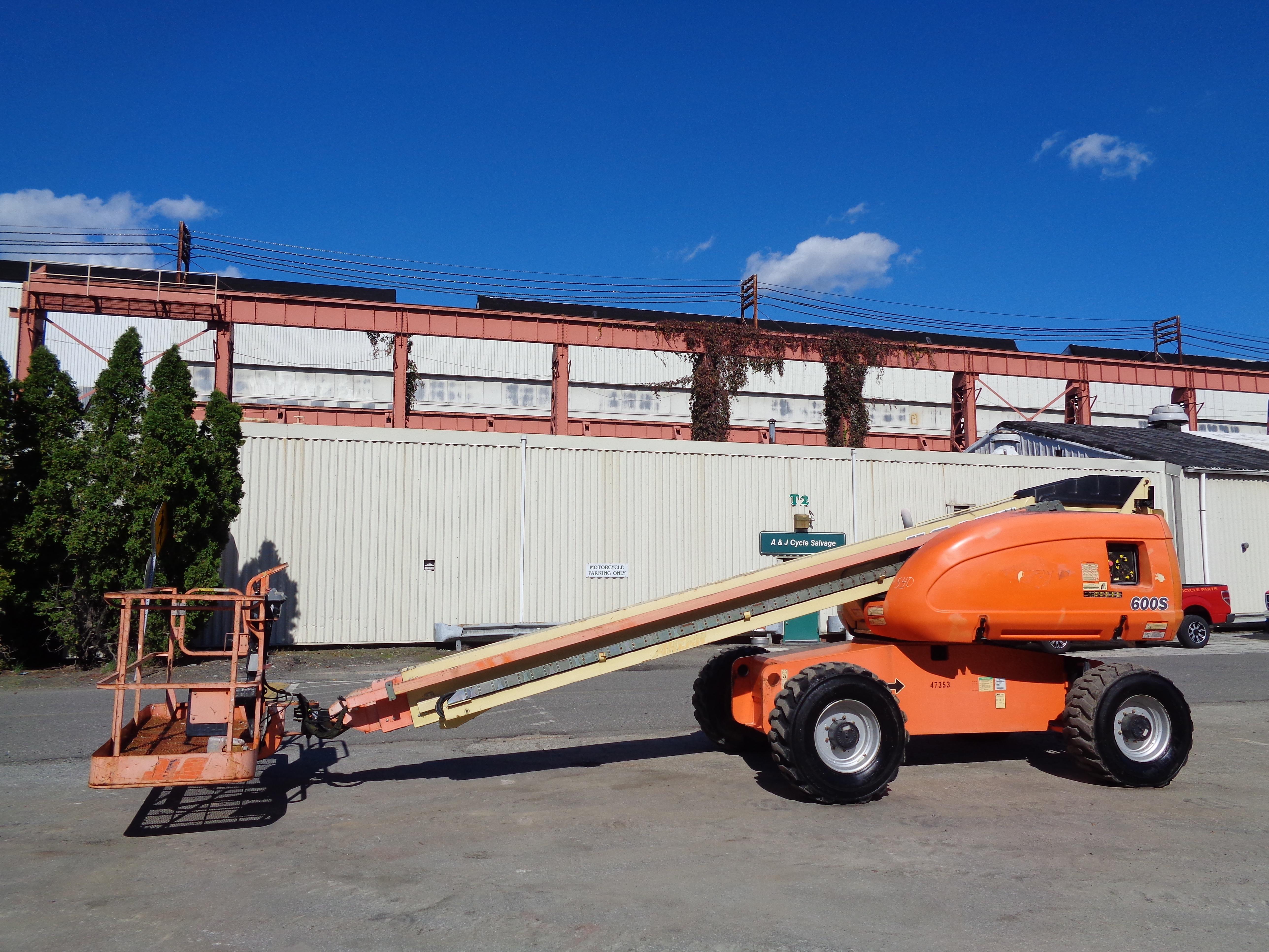 Lot 40 - JLG 600S Boom Lift - 4x4 - 60ft Height