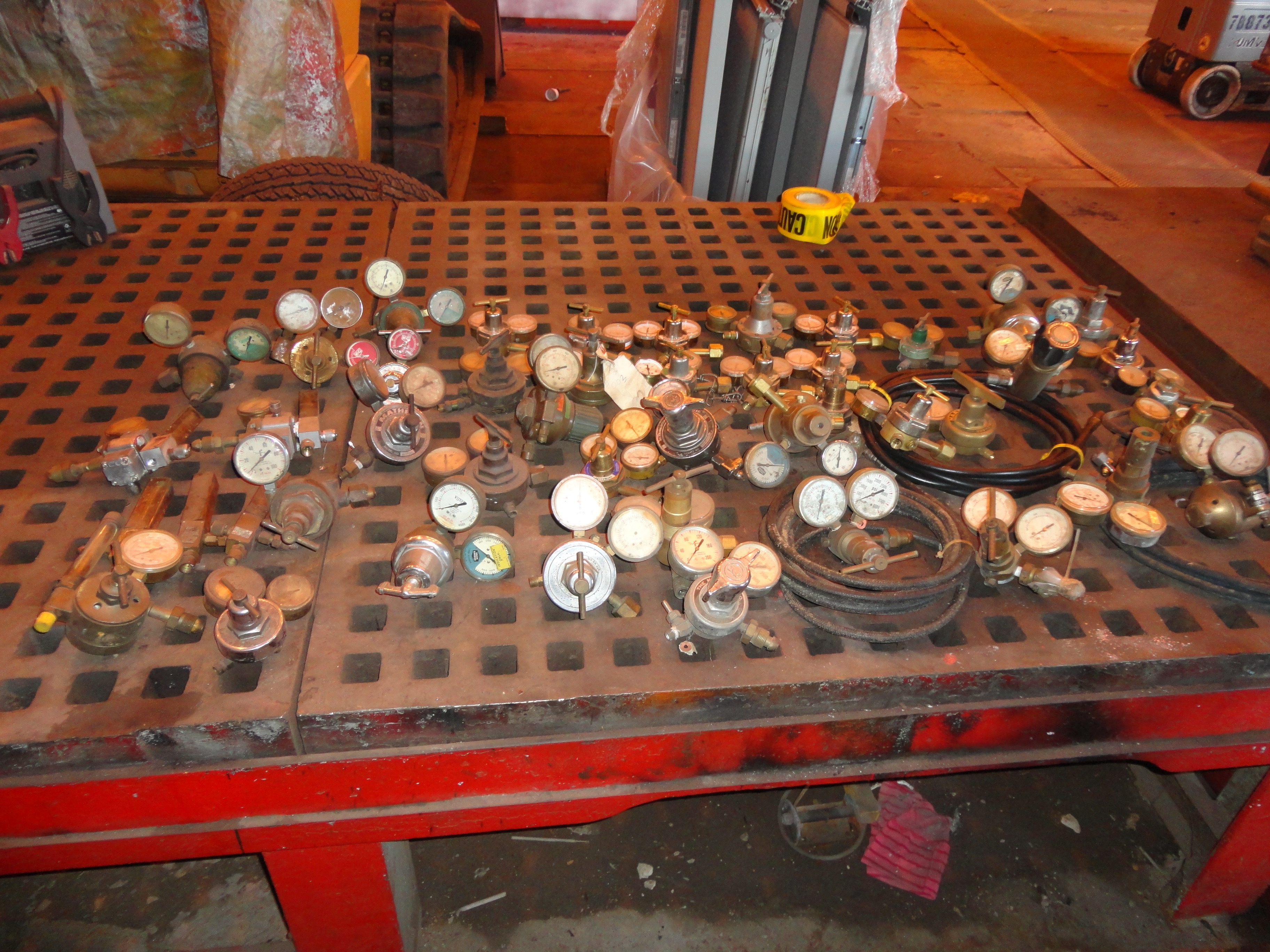 Lot 28B - Lot Oxygen and Acetylene Gages