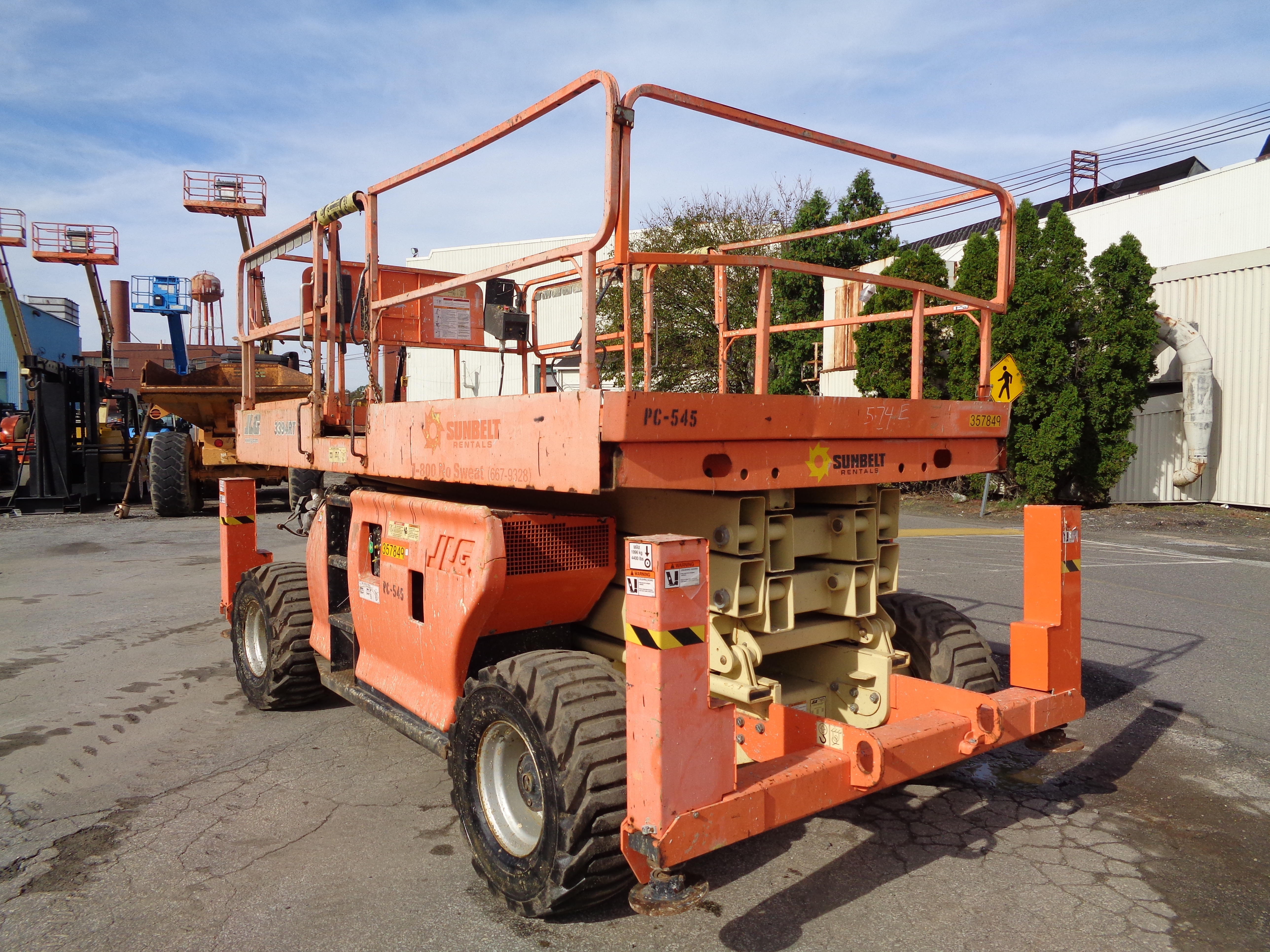 Lot 49 - 2009 JLG 3394RT 33ft Height Rough Terrain Scissor Lift - 4x4 - Dual Fuel