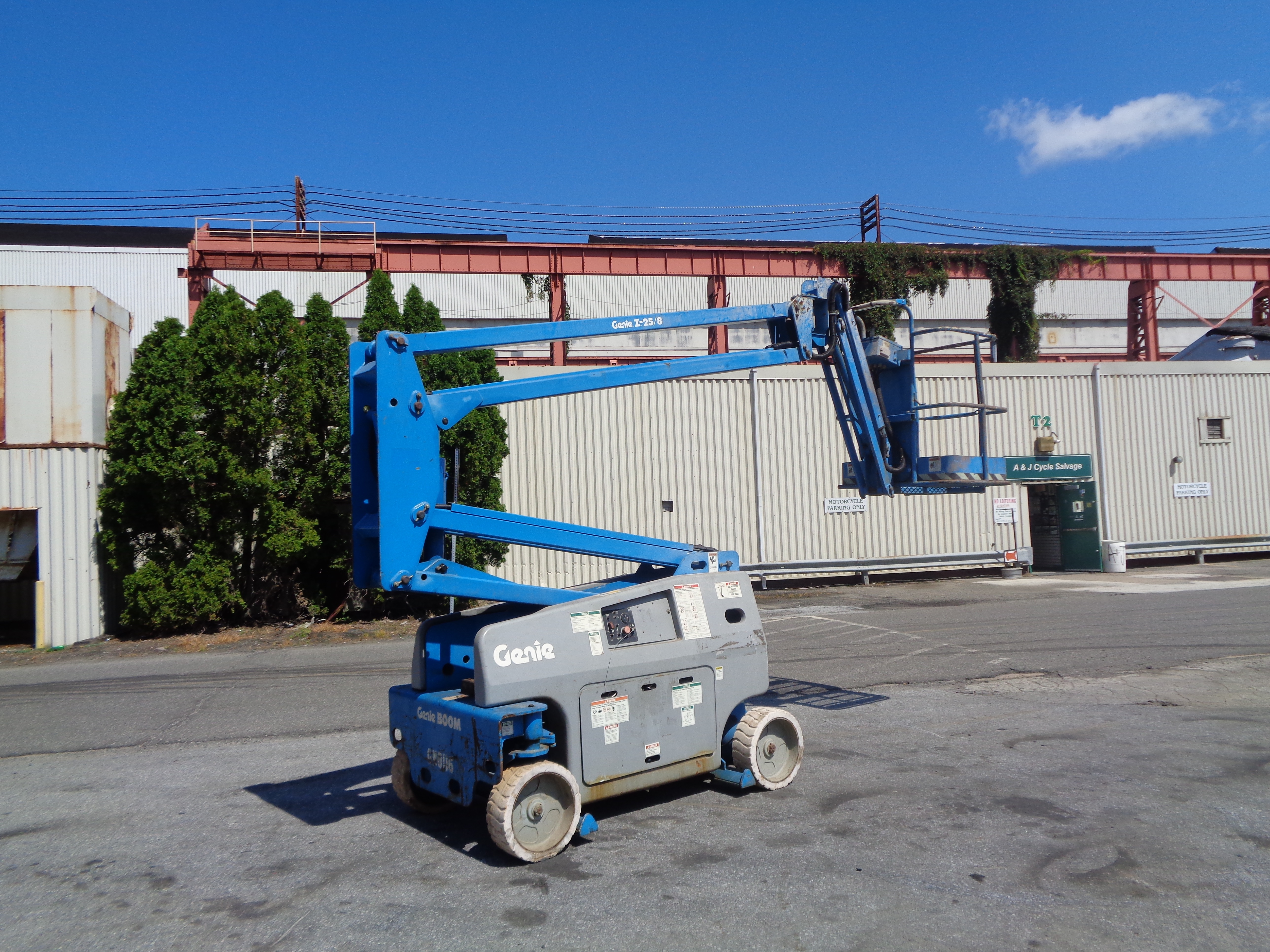 Lot 45 - Genie Z25/8- Boom lift-Electric - 25ft Height