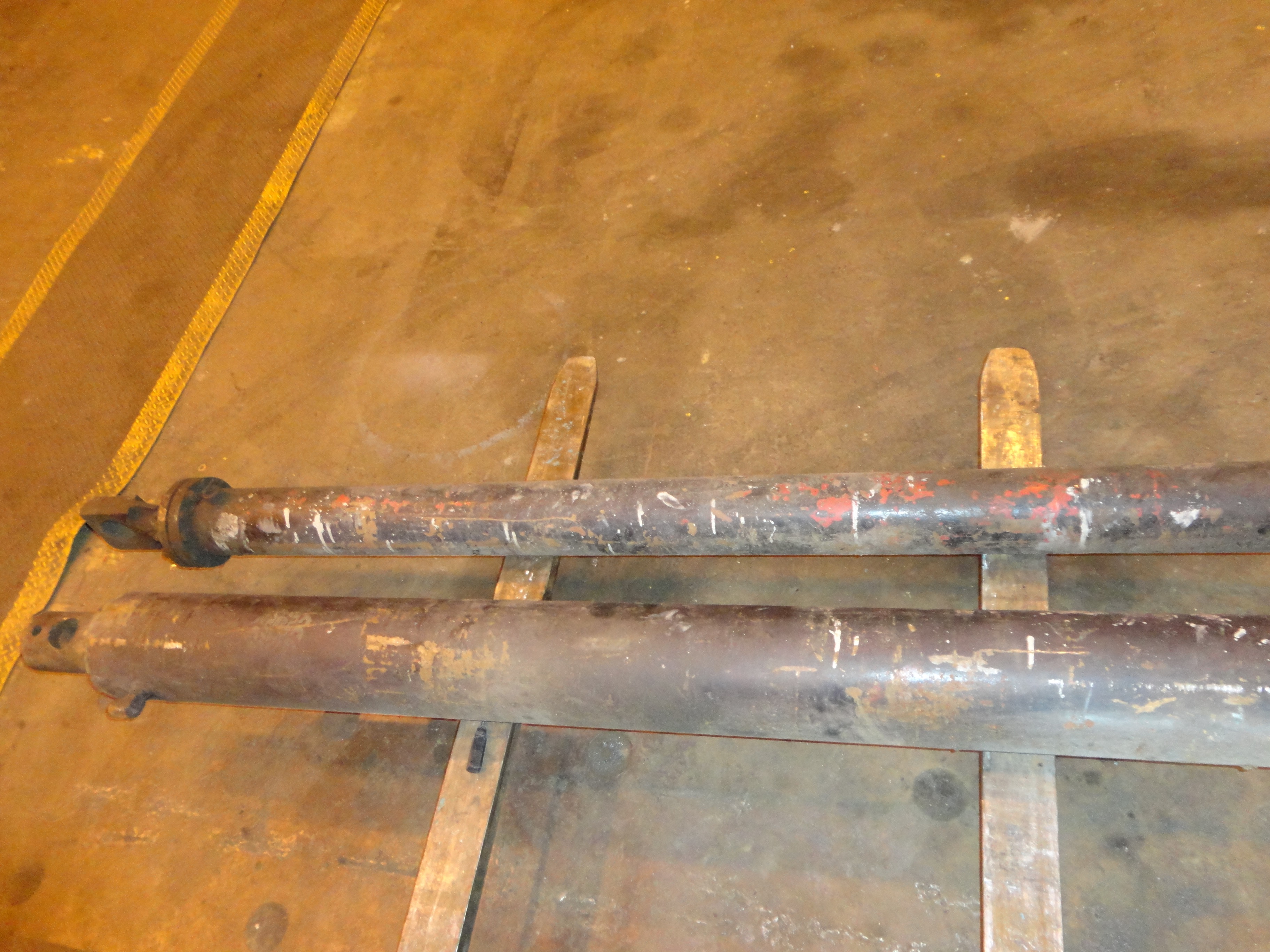 Lot 5 - Lot of 2 Two Way Hydraulic Cylinder