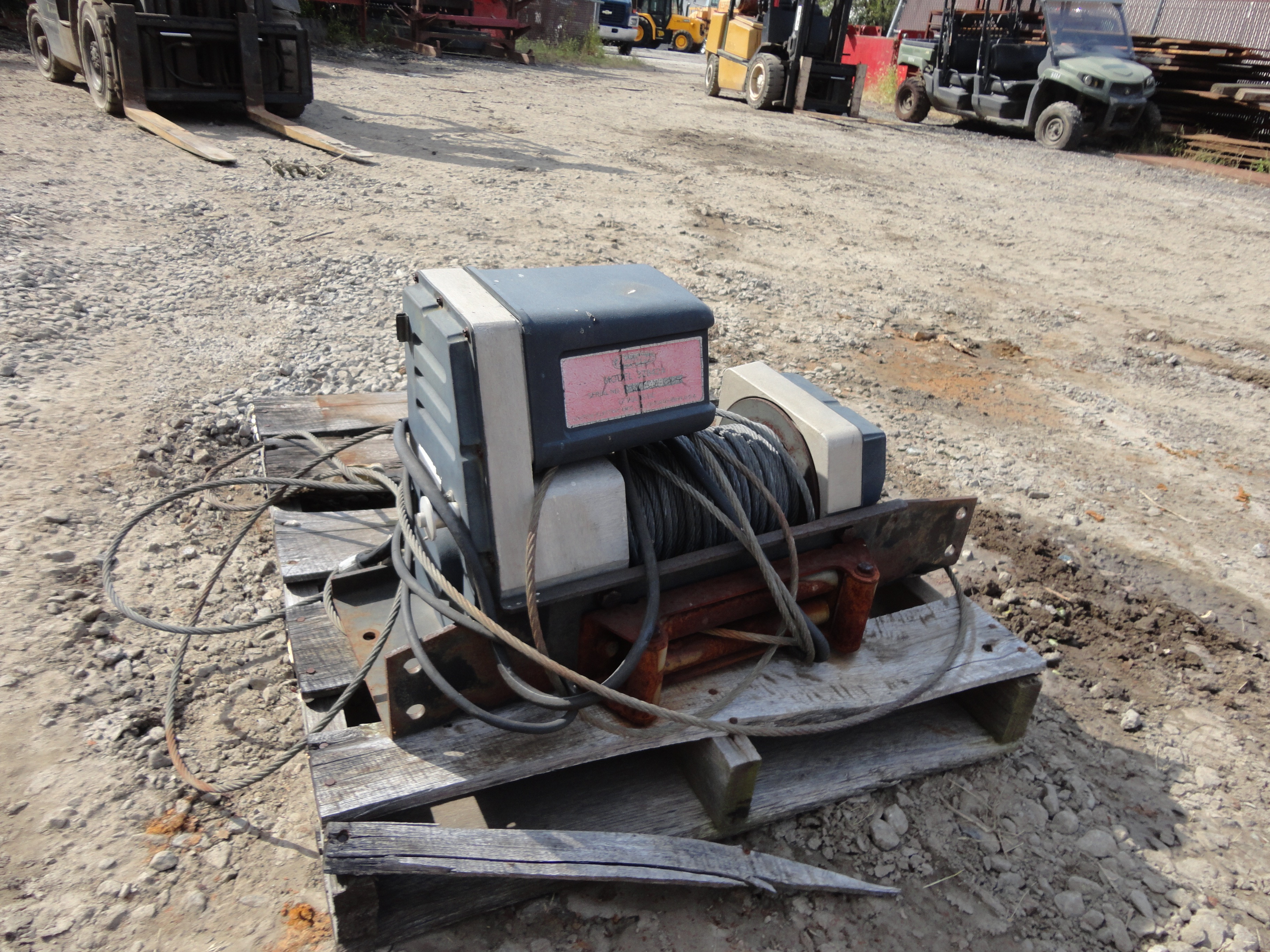 Lot 1 - 12 Volt Winch
