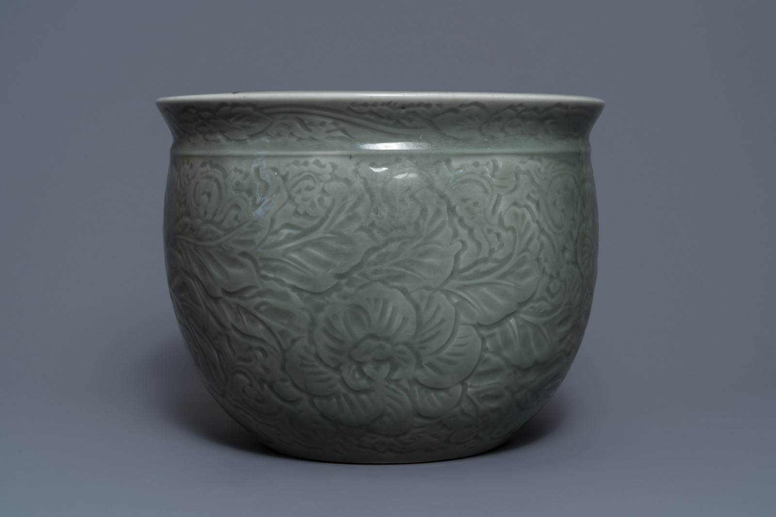 A Chinese celadon jardinire and a pair of relief-decorated cong vases, 19/20th C. - Image 4 of 13