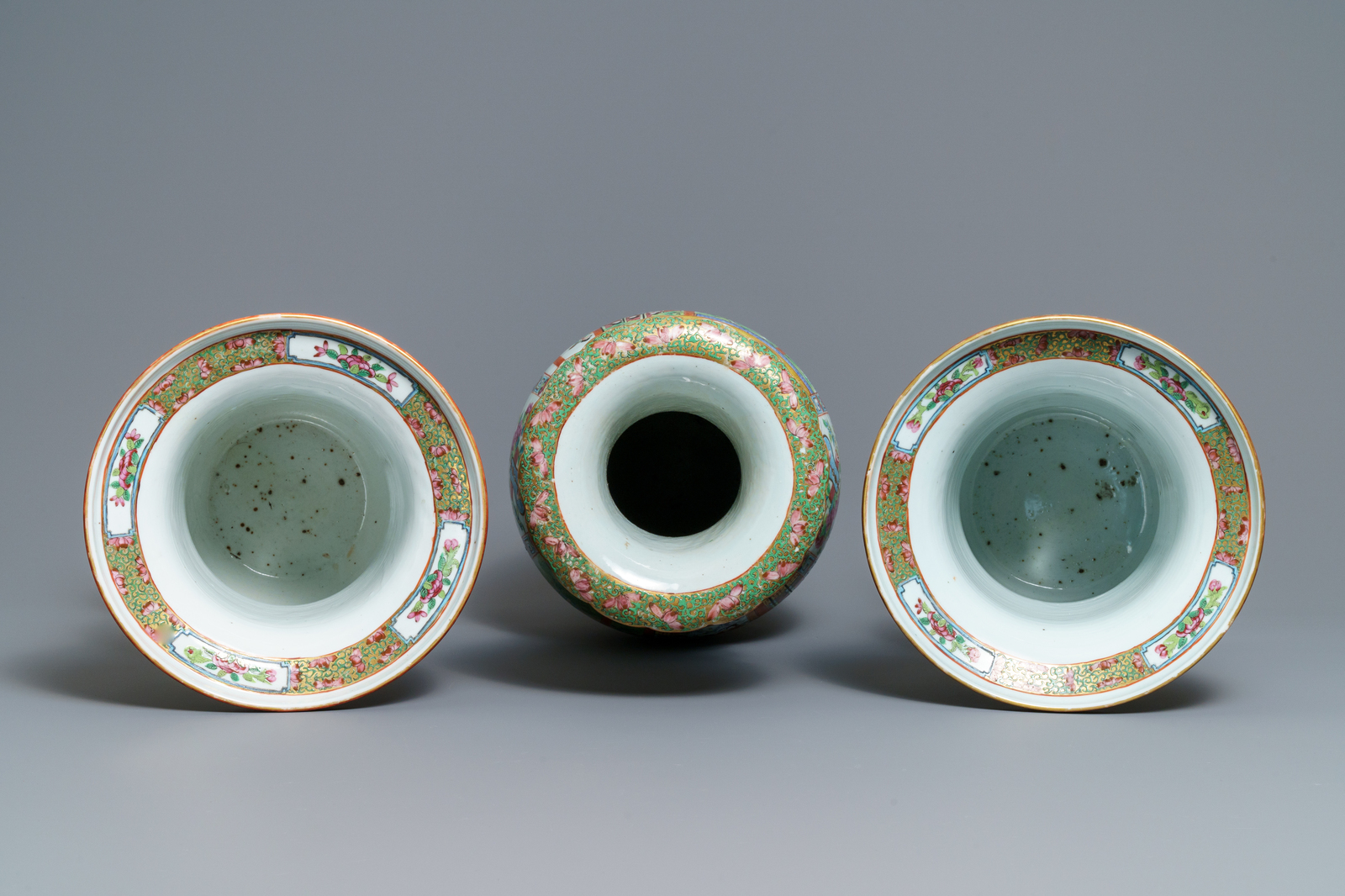 A pair of Chinese Canton famille rose spittoons and a vase, 19th C. - Image 5 of 6