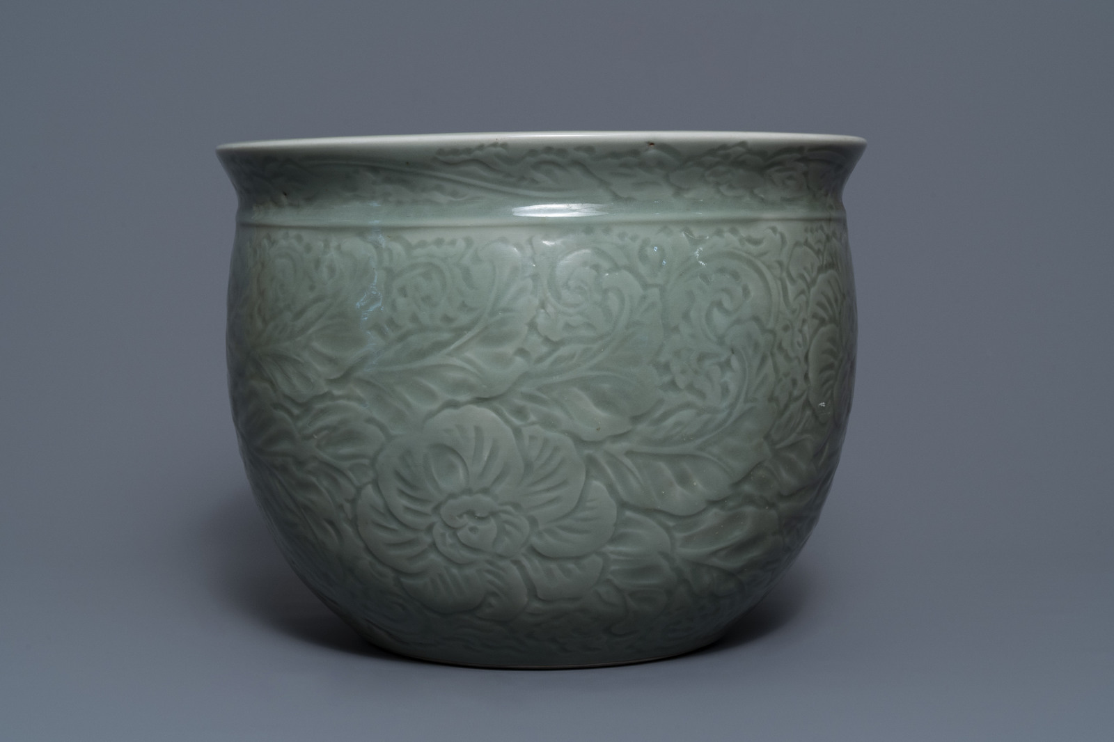 A Chinese celadon jardinire and a pair of relief-decorated cong vases, 19/20th C. - Image 2 of 13