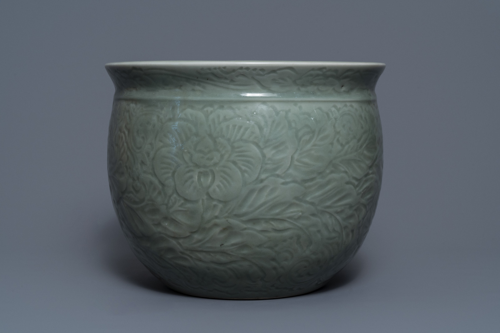 A Chinese celadon jardinire and a pair of relief-decorated cong vases, 19/20th C. - Image 3 of 13