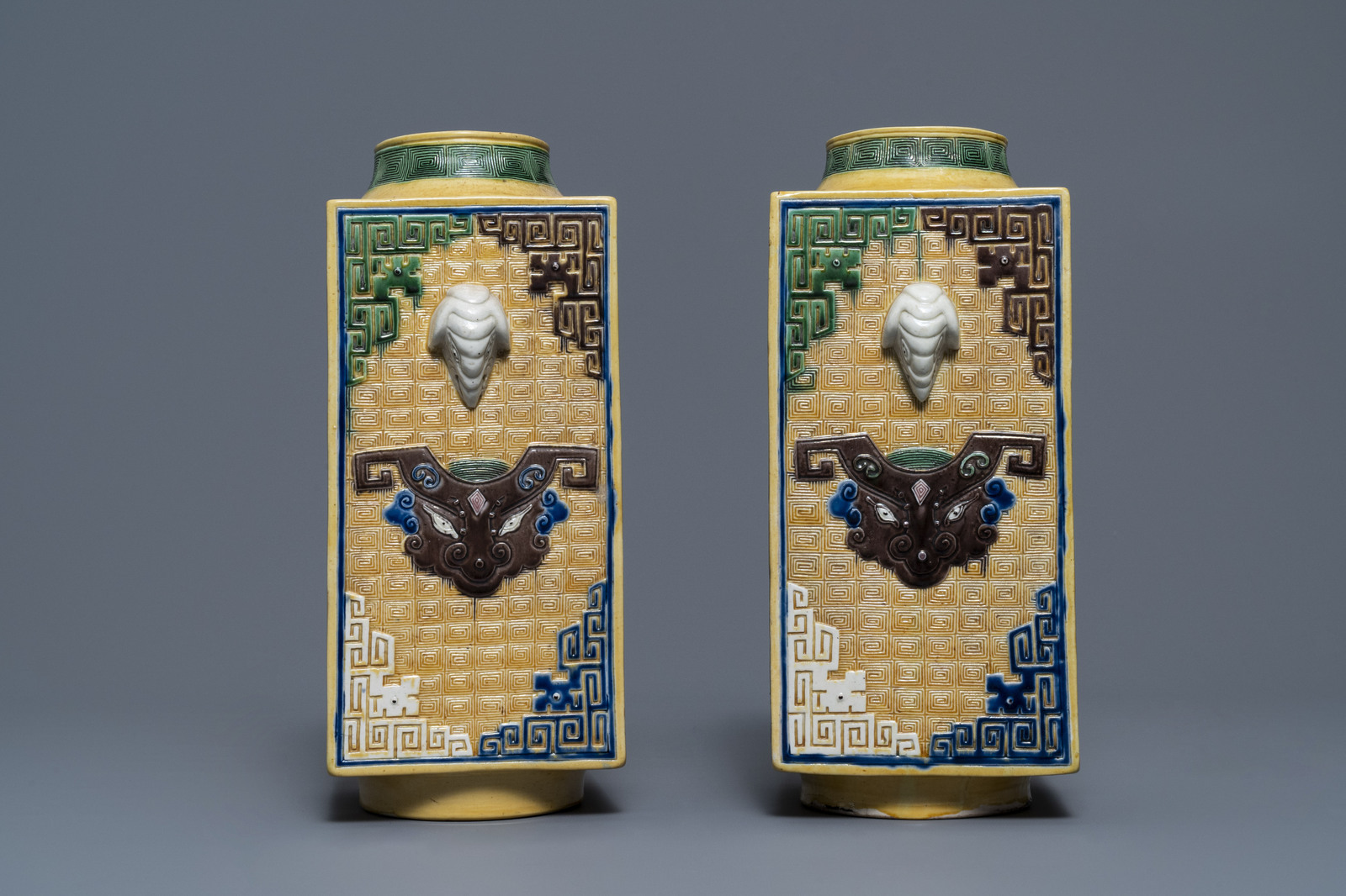 A Chinese celadon jardinire and a pair of relief-decorated cong vases, 19/20th C. - Image 11 of 13