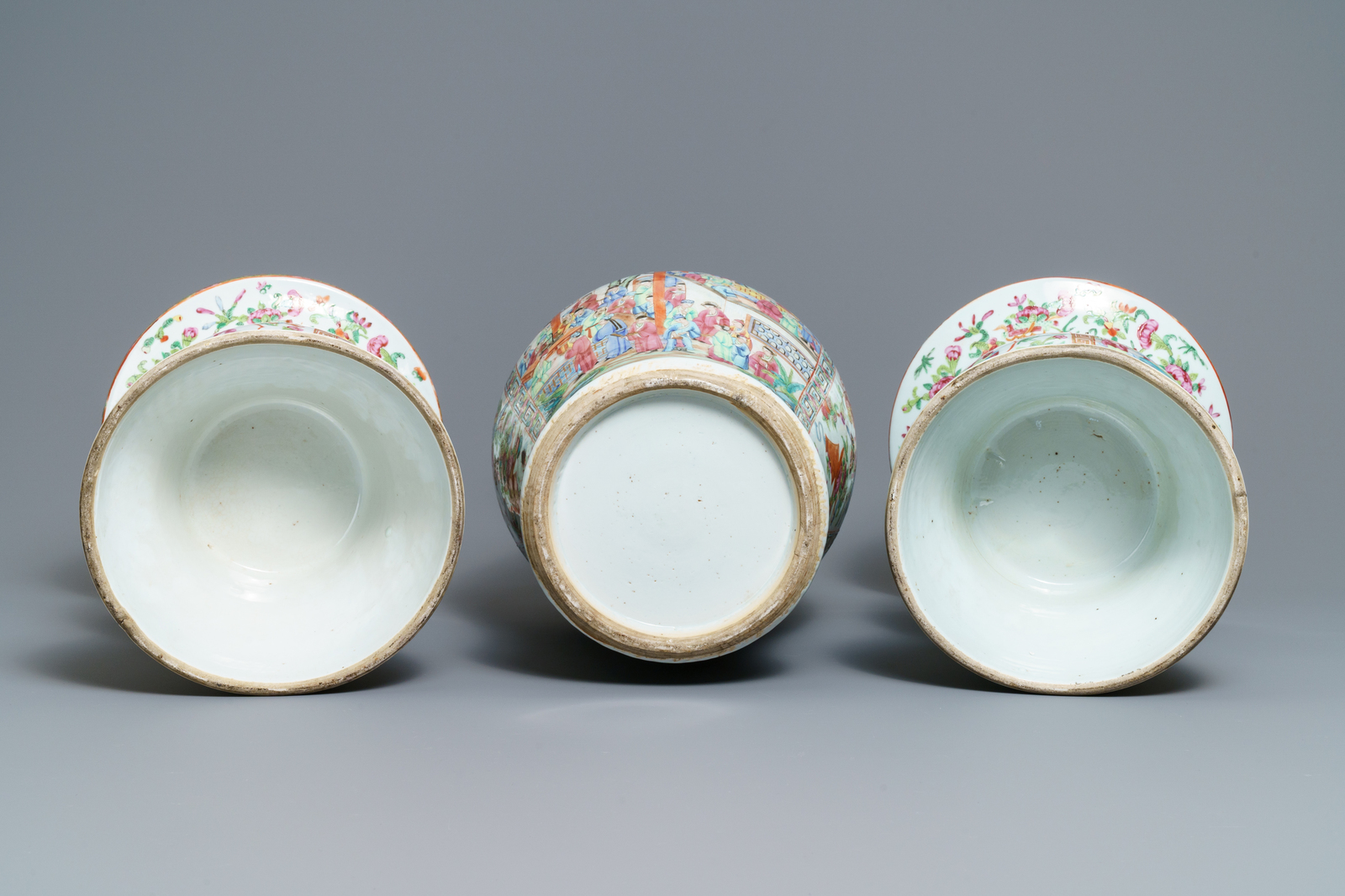 A pair of Chinese Canton famille rose spittoons and a vase, 19th C. - Image 6 of 6