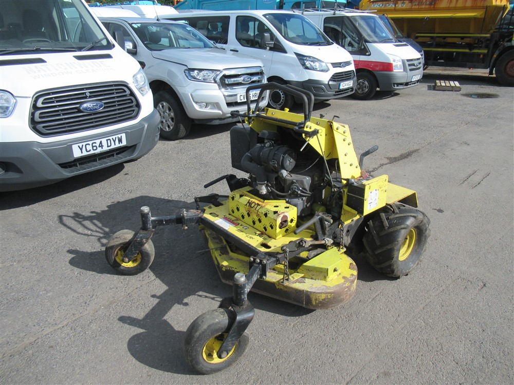 """GREAT DANE 48"""" STAND ON MOWER, 852 hrs [+ VAT]"""