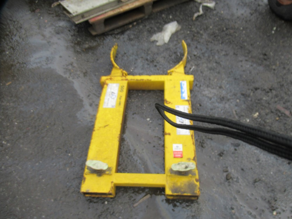 Los 1107 - BARREL ATTACHMENT FOR FORK LIFT TRUCK [NO VAT]