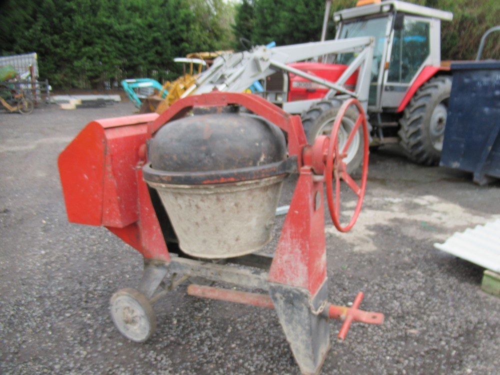 PETROL ENGINED CHAIN DRIVEN CEMENT MIXER [NO VAT]