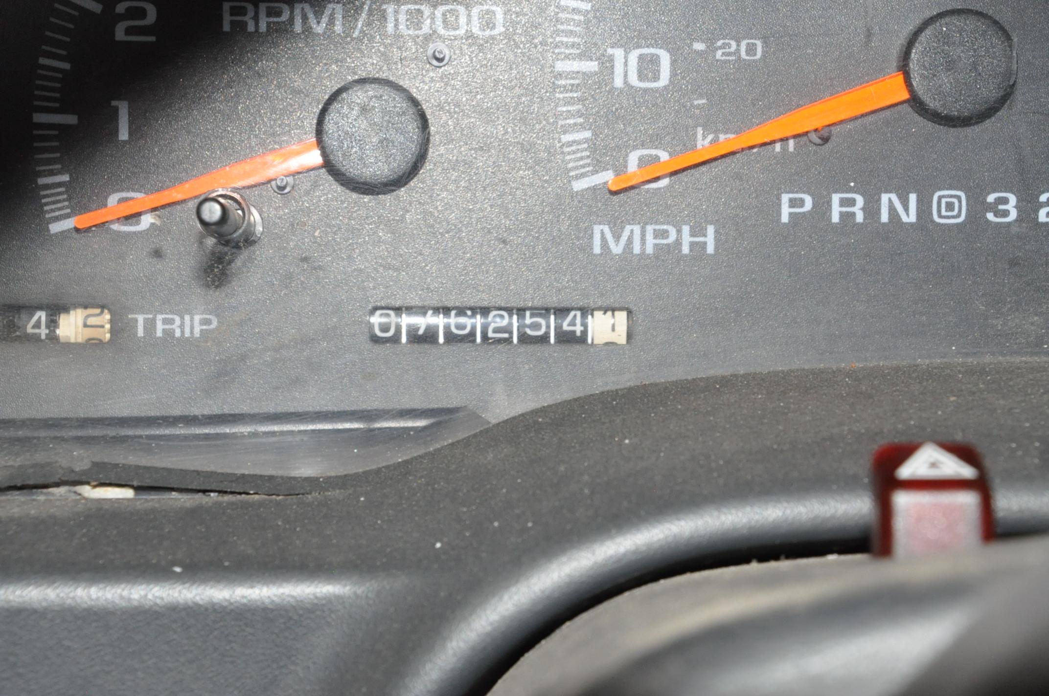 2000 GMC Sierra C3500 SLE, 12' x 8' Stake Truck - Image 5 of 5