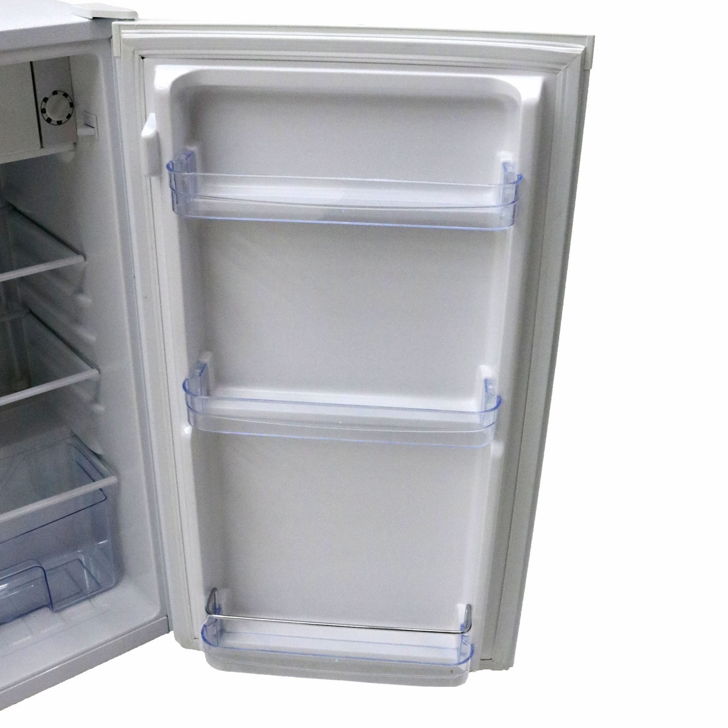 (RU1) The under counter 90L fridge offers a space saving compact design with all the top qualit... - Image 2 of 3
