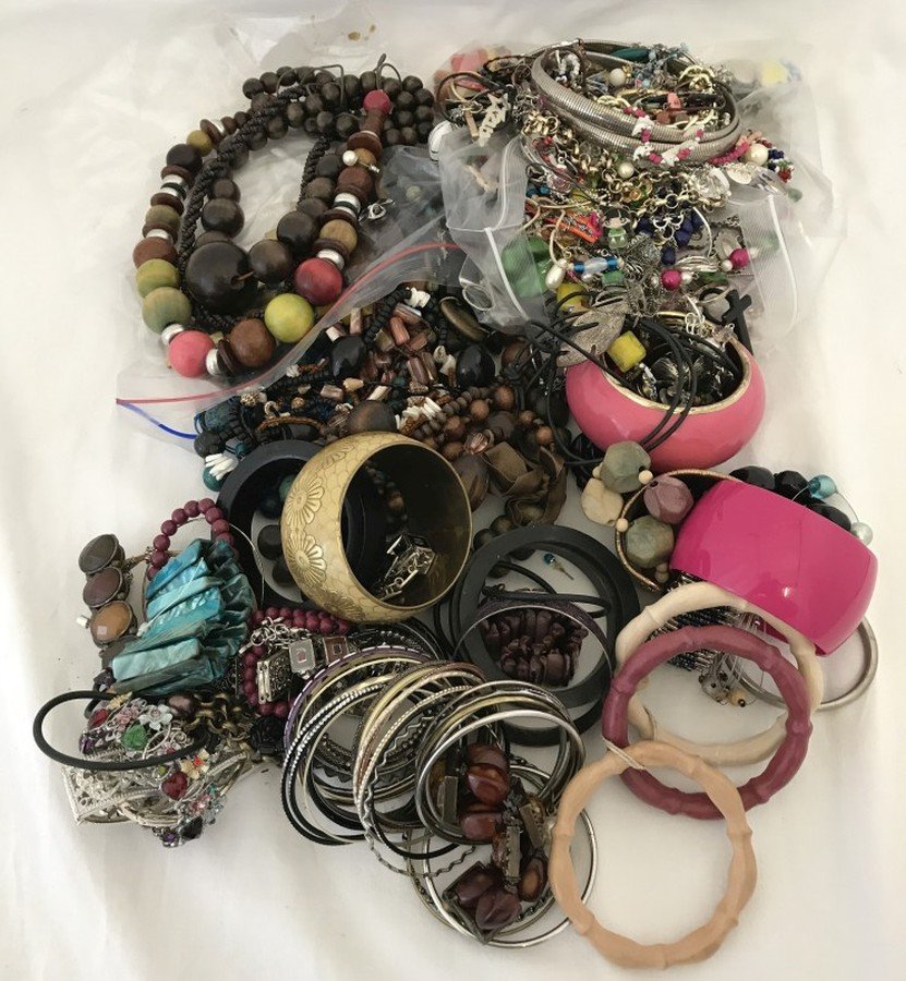 Lot 118 - A large quantity of modern costume jewellery. To include necklaces, bangles and earrings.