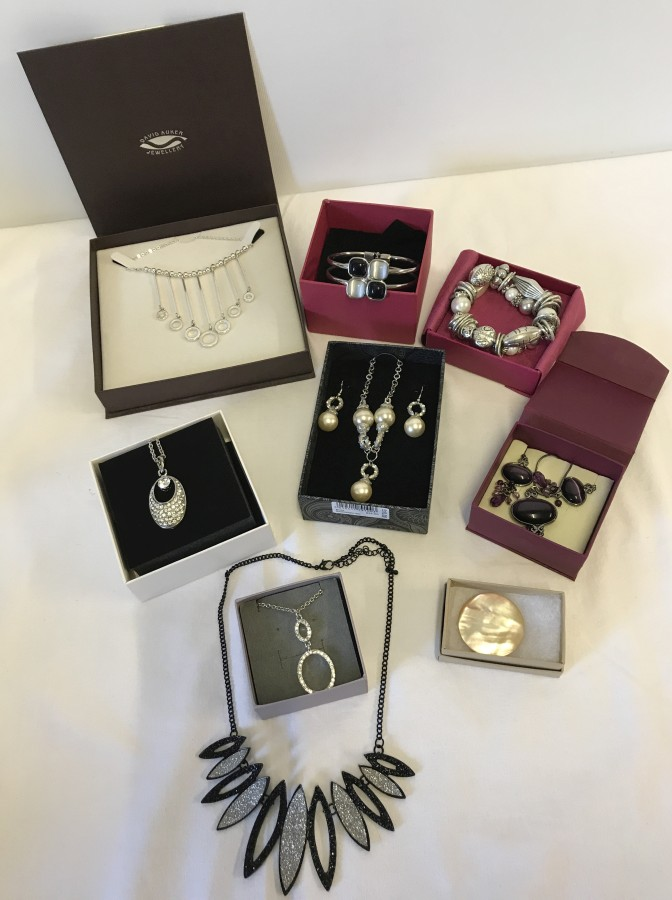 Lot 174 - A quantity of boxed costume jewellery items.