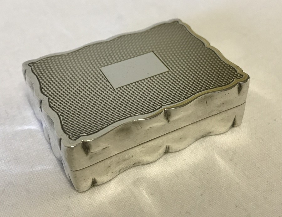 Lot 258 - A hallmarked silver snuff / trinket box with hinged lid.