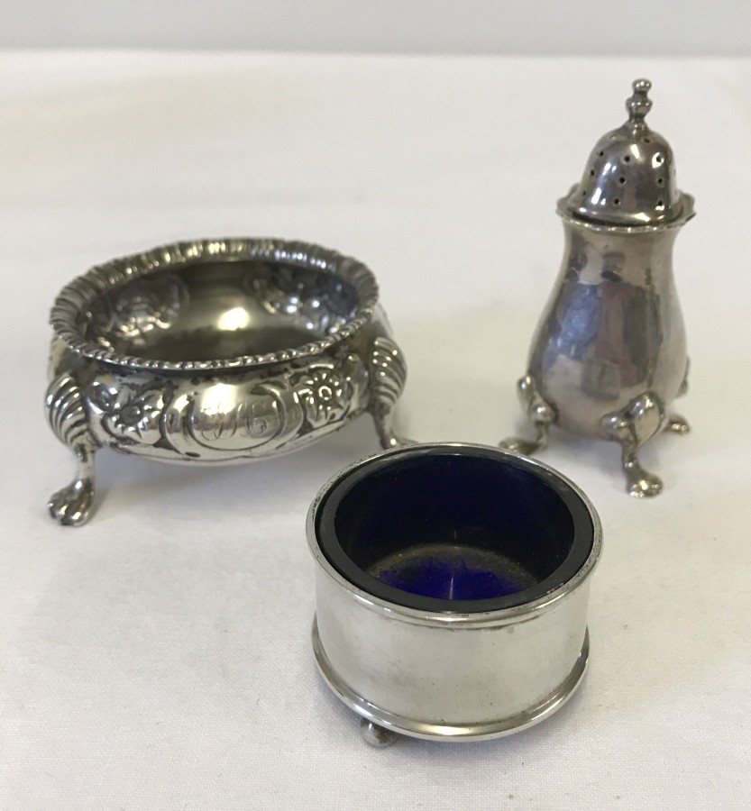 Lot 256 - 2 silver salts, one with blue glass liner, together with a silver pepperette.