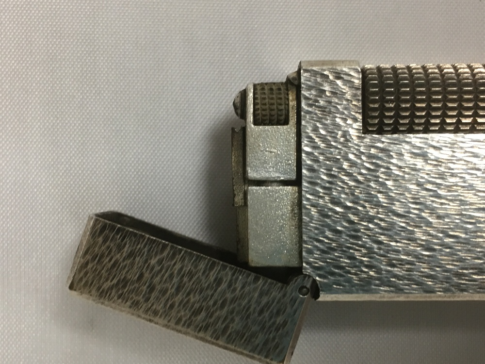 Lot 175 - A DUNHILL LIGHTER WITH BARK EFFECT DECORATION, US PATENTED 24163, MADE IN SWITZERLAND