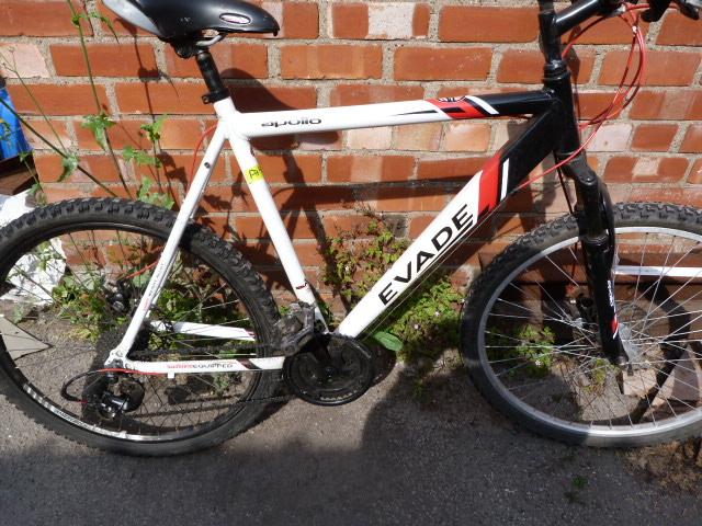 Lot 9 - Apollo Evade Bicycle