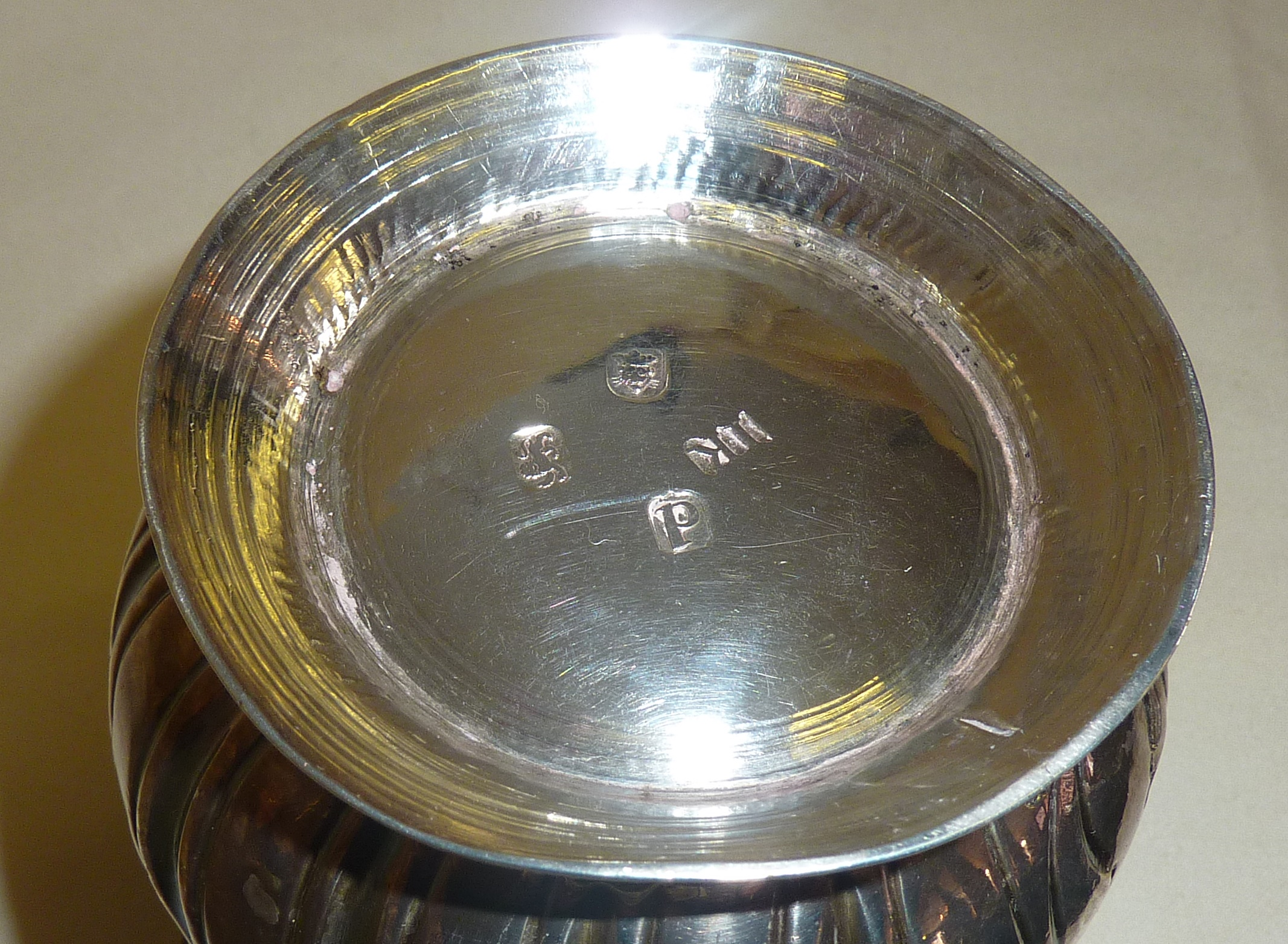 George III hallmarked silver porringer or loving cup with later engraved heraldic shield, by John - Image 3 of 3