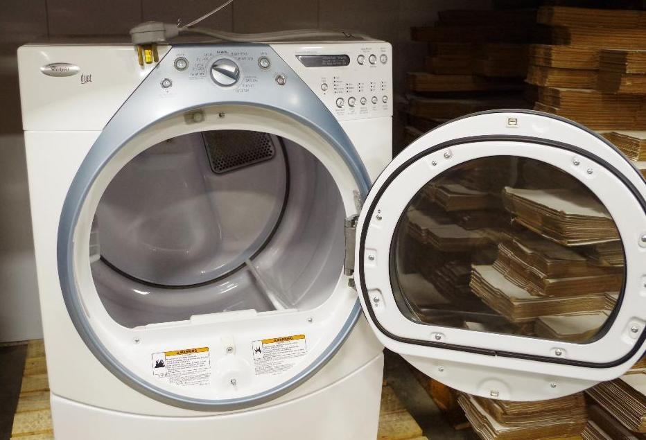 Lot 1024 - WHIRLPOOL Electric Dryer M/N WED9400SZ2 (Needs New Heating Element Approx. $22 on ebay)
