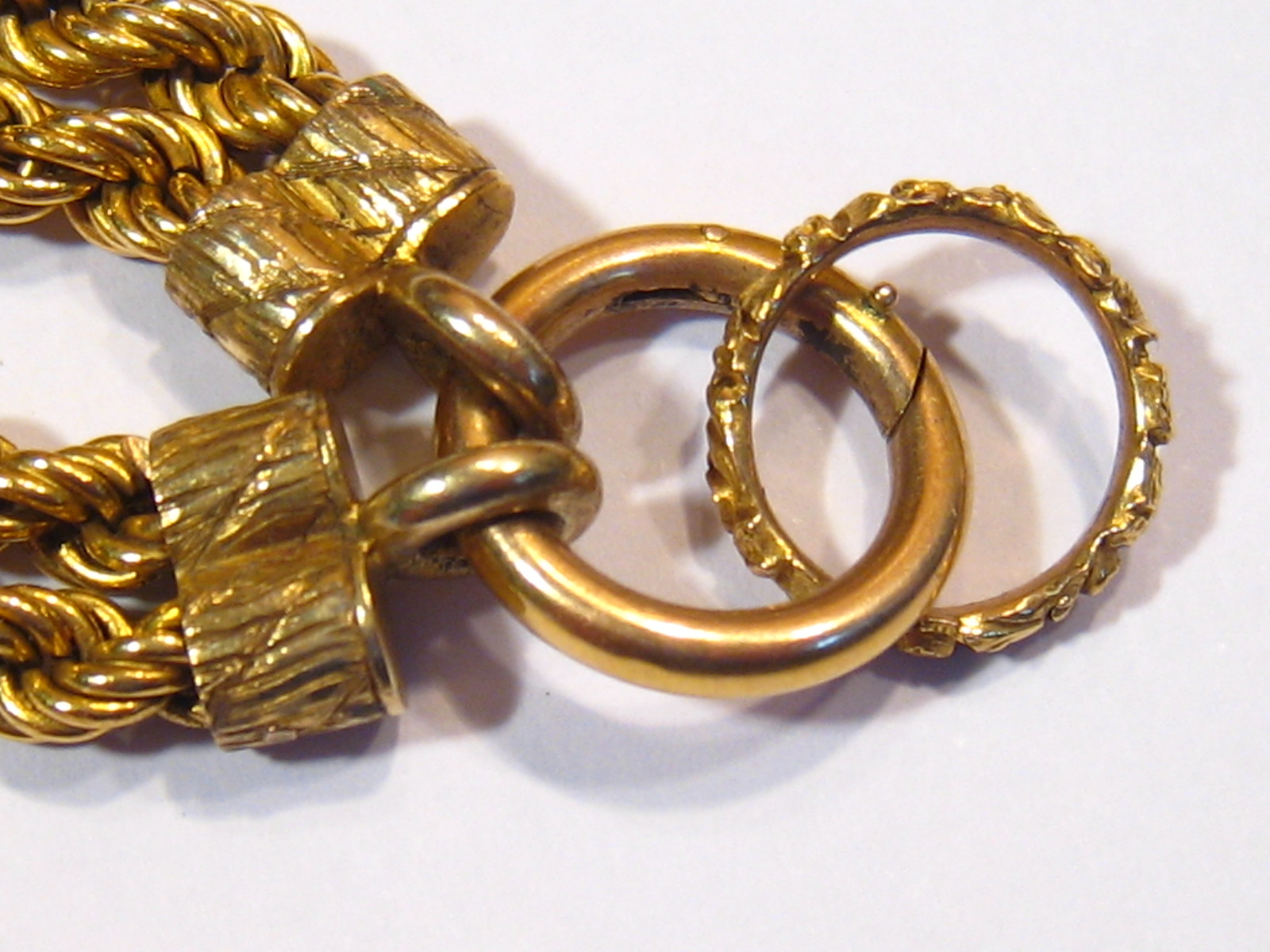 A fine antique gold necklace, the pendant symbolising love, designed as a heart shaped padlock - Image 6 of 15