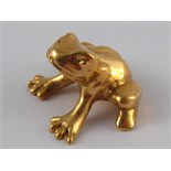 A yellow metal (tests 18 carat gold) model of a frog, approx 2cm wide, 16.5 gms.