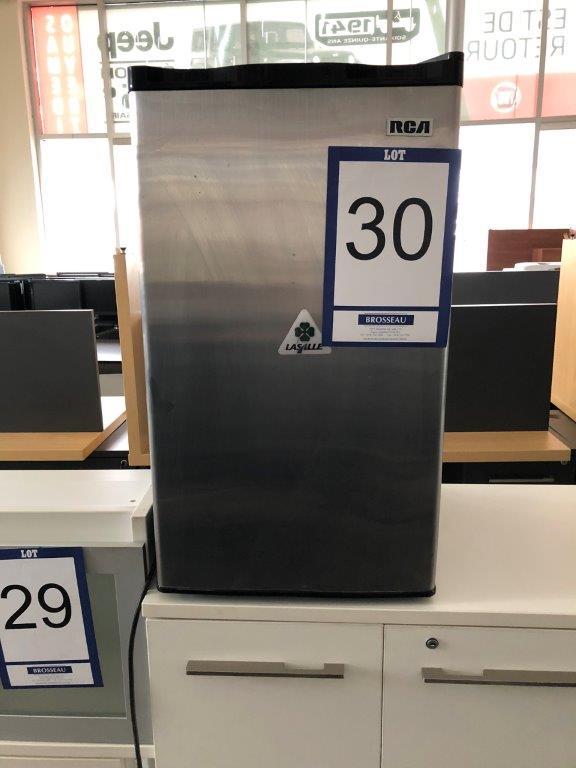 Lot 30 - Réfrigérateur RCA, 1 porte