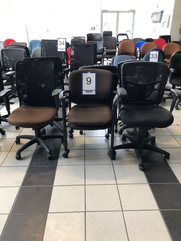 Lot: 8 fauteuils sur roues