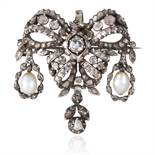 A NATURAL SALTWATER PEARL AND DIAMOND PENDANT / BROOCH, CIRCA 1820 in white gold or silver, the