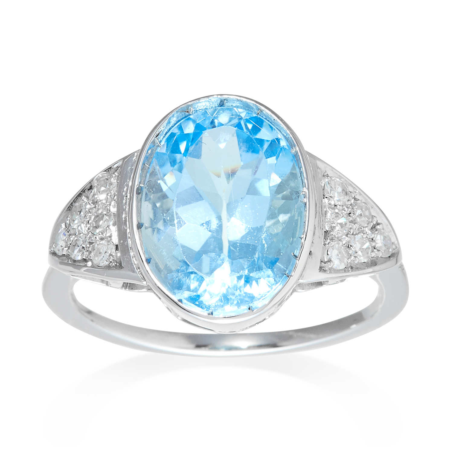 Los 316 - AN AQUAMARINE AND DIAMOND RING in platinum or white gold, the oval cut aquamarine of 6.09 carats