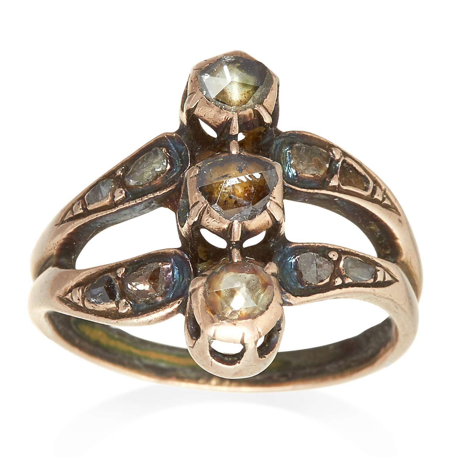 Los 360 - AN ANTIQUE DIAMOND RING, 19TH CENTURY in yellow gold and silver, the trio of rose cut diamonds in