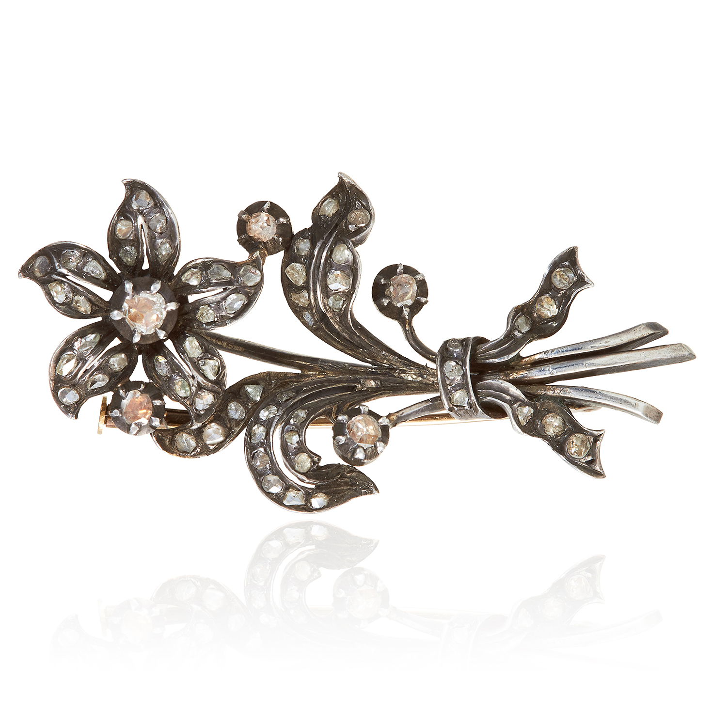 Los 333 - AN ANTIQUE DIAMOND FLOWER BROOCH, 19TH CENTURY in yellow gold and silver, jewelled with rose cut