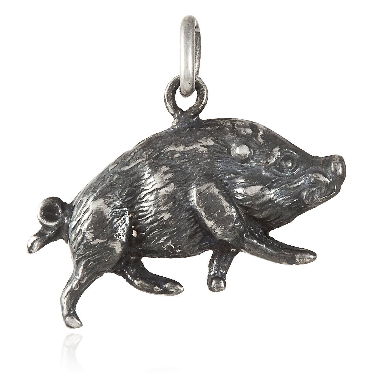 Los 463 - A WILD BOAR CHARM in silver, depicting a wild boar, unmarked, 2cm, 0.7g.