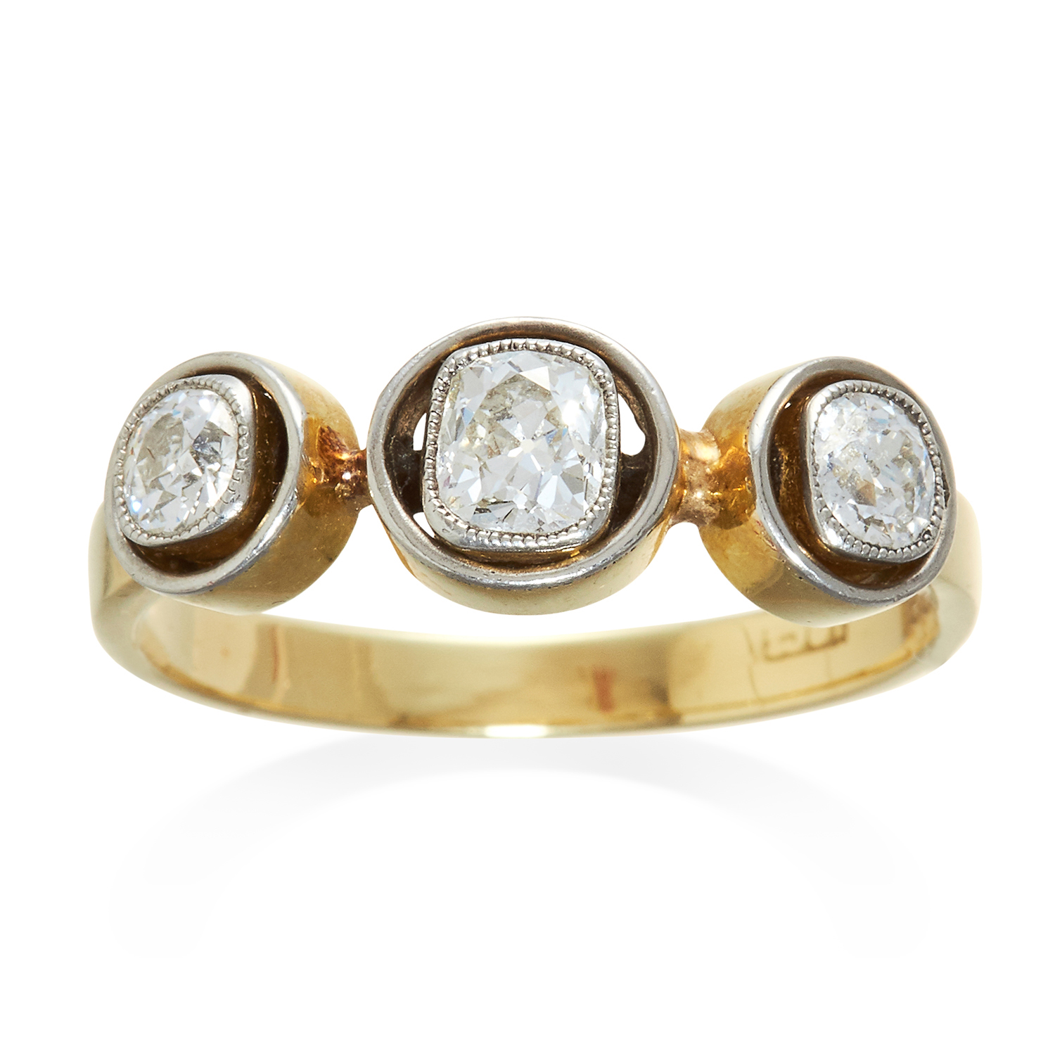 Los 303 - AN ART DECO THREE STONE DIAMOND RING in 18ct yellow gold and platinum, the three old cut diamonds