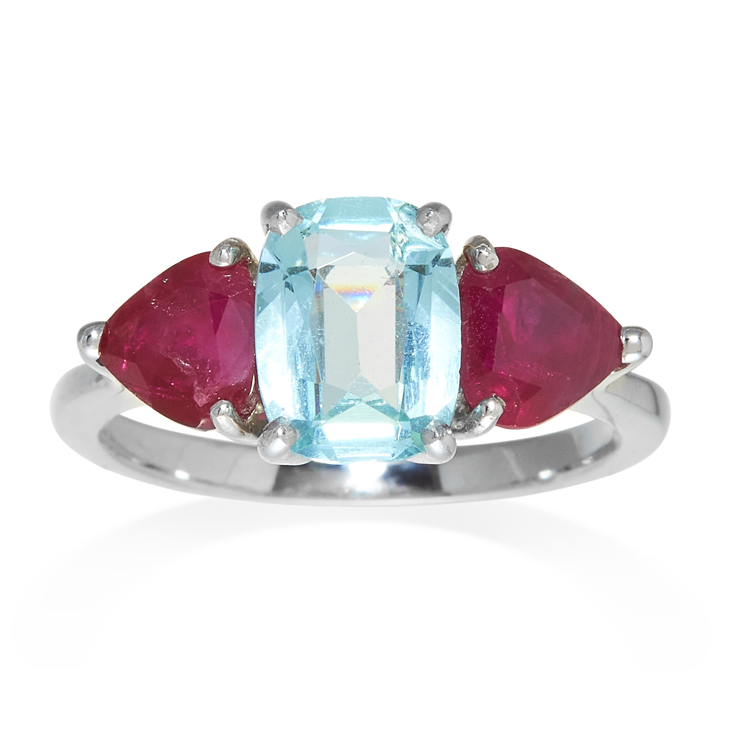 Los 319 - AN AQUAMARINE AND RUBY RING in white gold, the central cushion cut aquamarine, flanked by two
