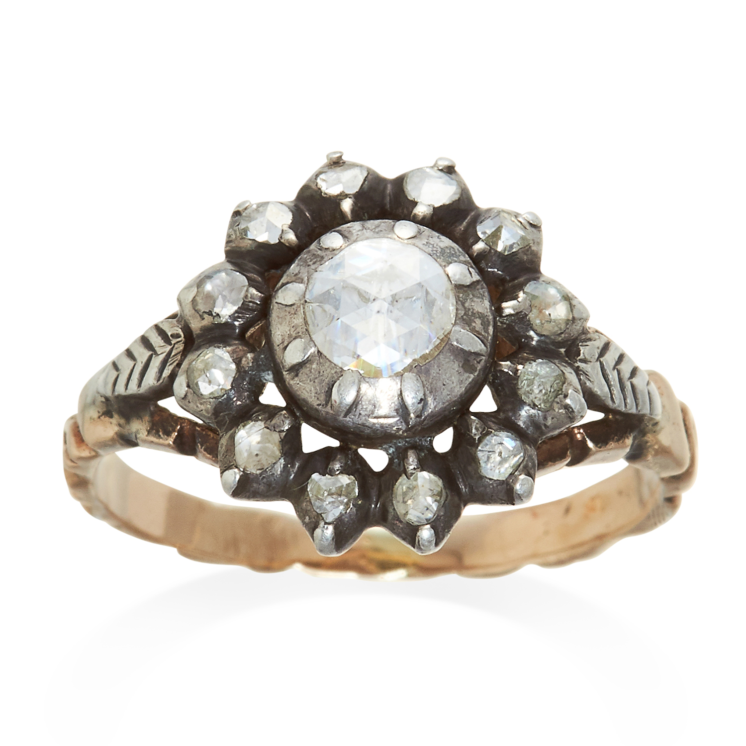 Los 321 - AN ANTIQUE DIAMOND CLUSTER RING, 19TH CENTURY in yellow gold and silver, set with rose cut diamonds,