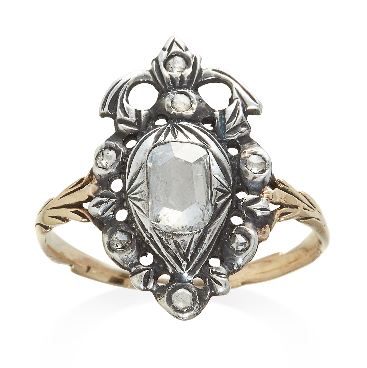 Los 320 - AN ANTIQUE DIAMOND RING, EARLY 19TH CENTURY in yellow gold and silver, set with rose cut diamonds,