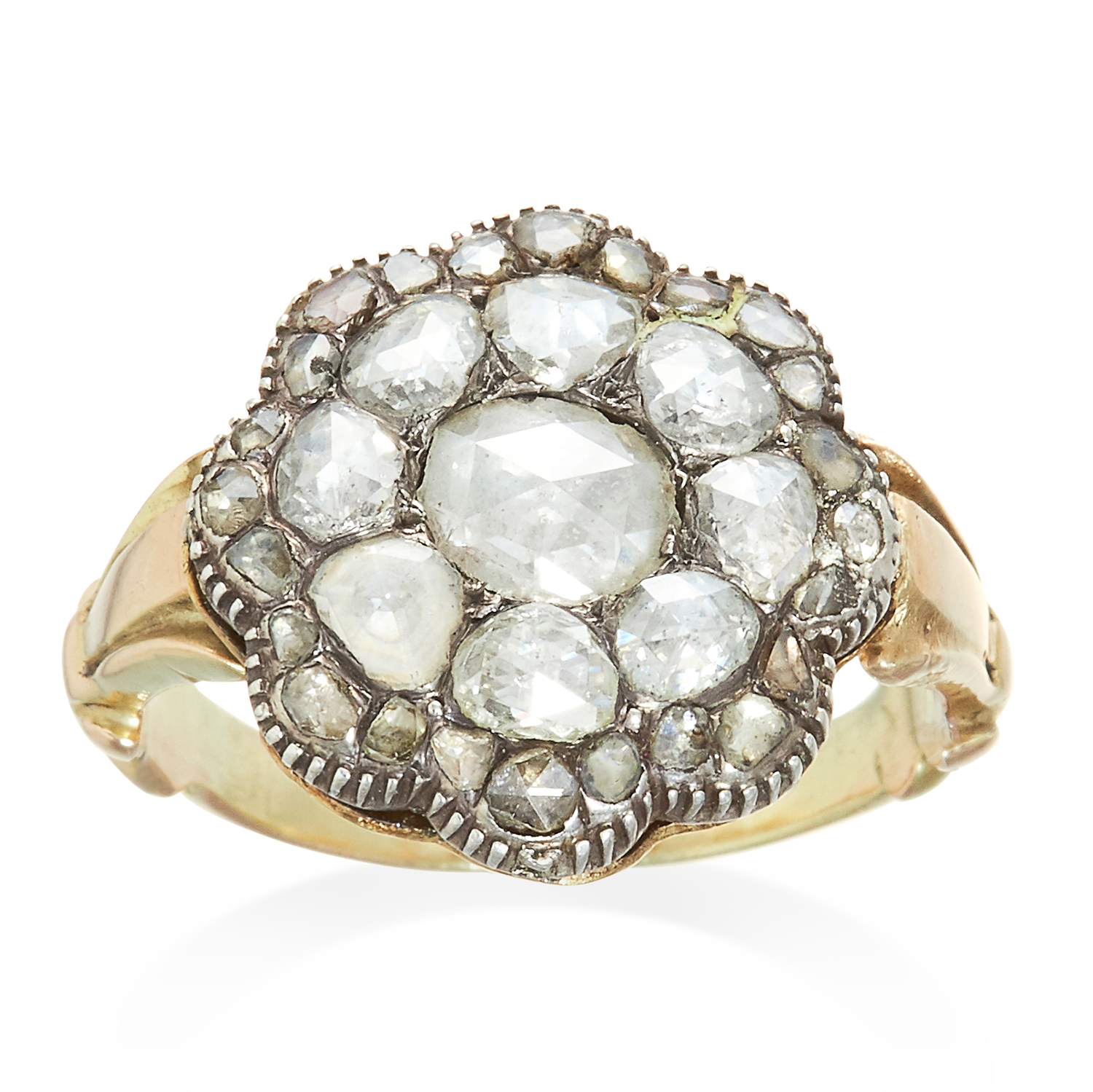 Los 340 - AN ANTIQUE DIAMOND CLUSTER RING, 19TH CENTURY in yellow gold and silver, formed of concentric rows