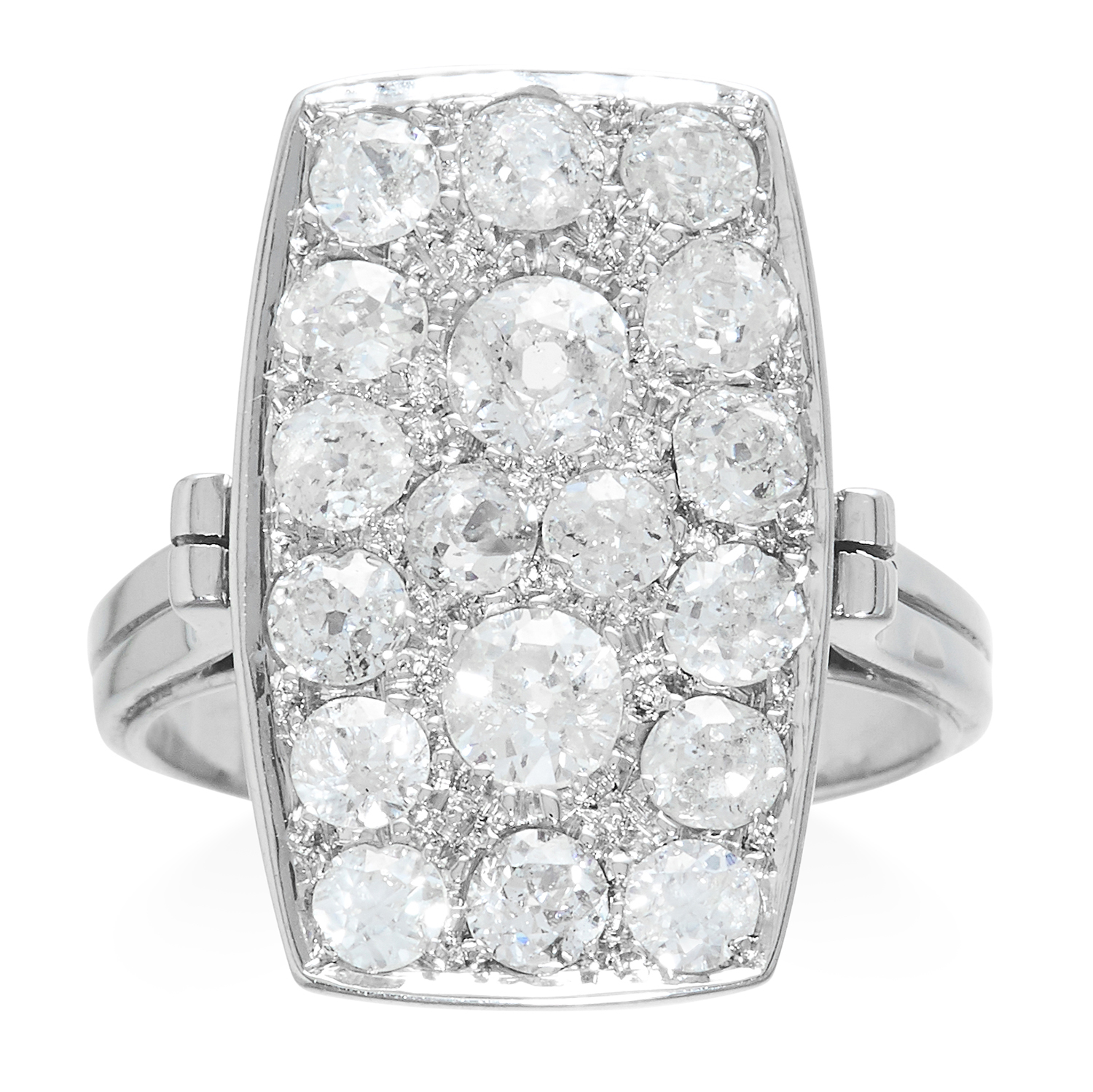 Los 308 - AN ART DECO DIAMOND RING in platinum or white gold, the rectangular face jewelled with old cut