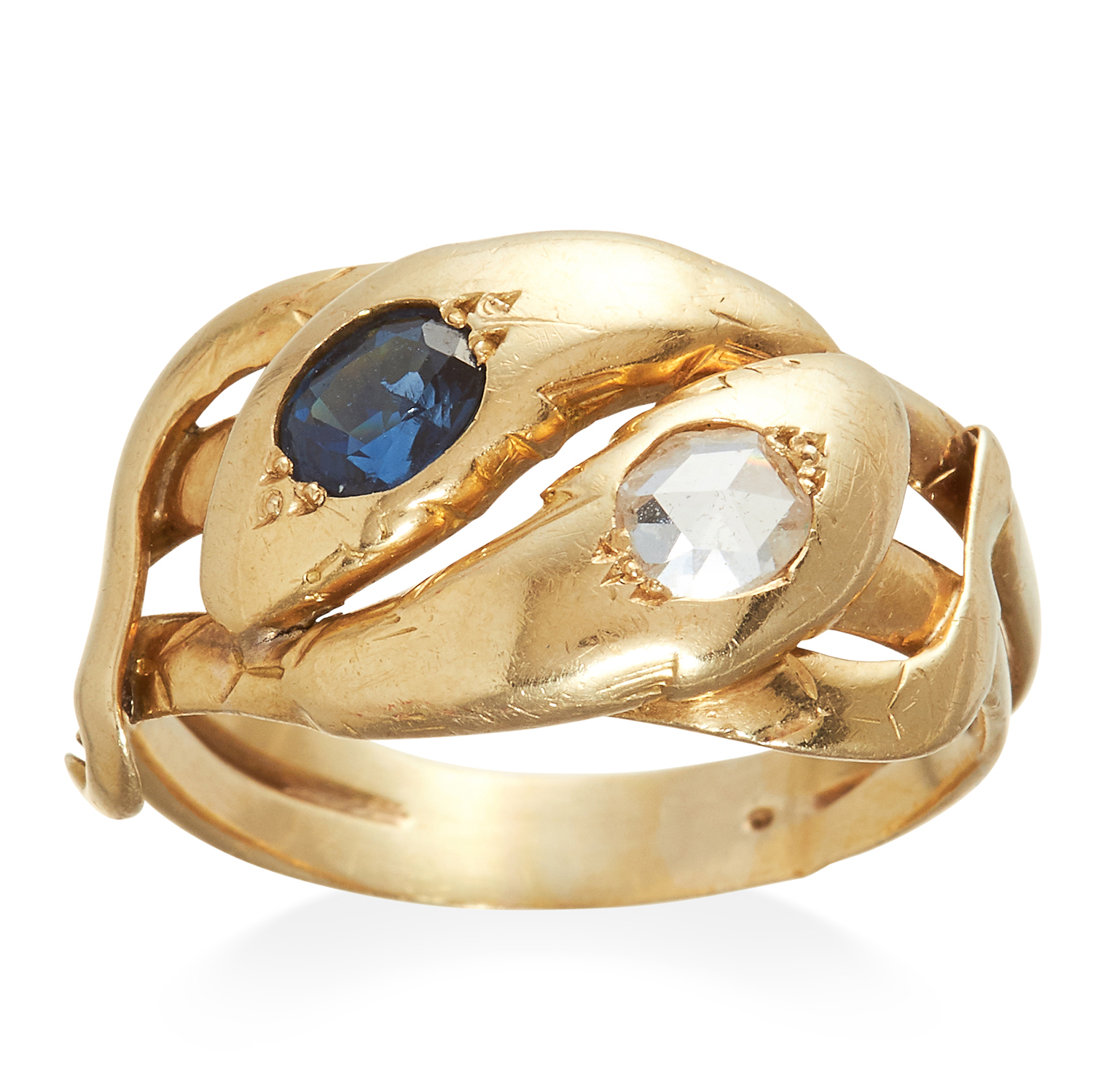 Los 325 - AN ANTIQUE SAPPHIRE AND DIAMOND SNAKE RING in high carat yellow gold, designed as two interwoven